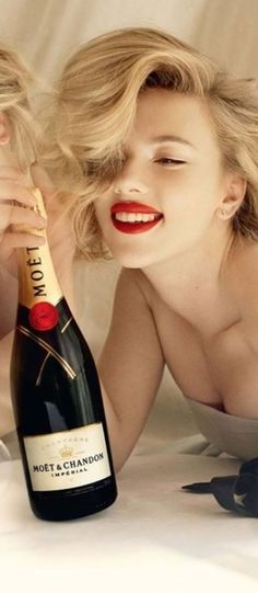 Good champagne and a gorgeous woman. two of my favorite things together Glamour, Moët Chandon, Woman Wine, New Years Eve, Scarlett Johansson, Happy New Year, Cheers, Wines, Celebrities