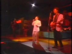 ▶ John Paul Young - Love Is In The Air Live - YouTube