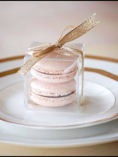 Macaron favor - love this idea for wedding favors. Perfect, Ryan and I loooove French macarons. Macaron Favors, Macaroon Wedding Favors, Wedding Favours Food, Wedding Catering, Wedding Gifts For Guests, Baby Shower Favours For Guests, Bridal Shower Guest Gifts, Bridal Shower Favors, Blush Pink Weddings