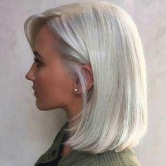 Silver White Hair, Silver Blonde Hair, Medium Hair Styles, Short Hair Styles, Gray Hair Highlights, Haircut And Color, Great Hair, Hair Dos, Hair Hacks