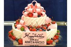 ナチュラルウエディング TERRA 結婚式場写真「TERRA専属のパティシエが様々なウェディングケーキをご提案」 【みんなのウェディング】