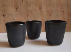 POKOJÍK / Emamamisu black ceramic tumbler School Office, Tumbler, Planter Pots, Mood, Ceramics, Tableware, Black, Ceramica, Drinkware