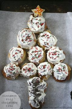 Cinnamon Roll Christmas Tree.... TOO CUTE FOR WORDS! I am in love! Find out how you can easily acquire the best kitchen stand mixer for your kitchen at http://www.smallappliancesforkitchen.net