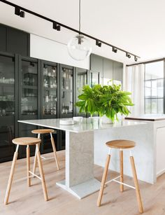 Designers Hecker Guthrie were called in to refresh this former corner pub in inner Melbourne to suit the needs of a young family A former corner pub gets a beautiful Scandi makeover Who designed the renovation? Designers Hecker Guthrie. Where is it? Melbourne, Australia. What were the key changes? A new kitchen, powder room, study, …