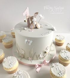 Browse through the different cakes we create here at The Pretty Sugar Cake Company, from Wedding Cakes & Wedding Favours to Celebration Cakes, to Cupcakes & Cookies. 1st Birthday Cake For Girls, Baby Birthday Cakes, Pretty Cakes, Beautiful Cakes, Christening Cake Girls, Rodjendanske Torte, Baby Girl Cakes, Sugar Cake, How To Make Cookies