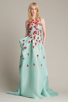 Monique Lhuillier Pre-Fall 2016 Fashion Show Fall Fashion 2016, Fashion Week, Runway Fashion, Fashion Show, Monique Lhuillier, Oscar Dresses, Prom Dresses, Drape Gowns, Floral Fashion