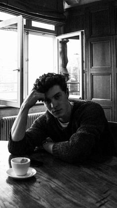 My Shawn with the coffee Shawn Mendes Imagines, Shawn Mendes Fofo, Shawn Mendes Cute, Shawn Mendes Wallpaper, Camila Cabello Wallpaper, Liam Payne, Louis Tomlinson, Fangirl, Foto Gif