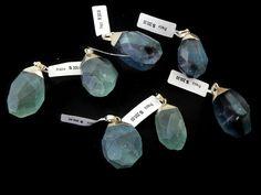 DPNMK -04 Dije de piedra natural Fluorita capuchon de chapa, colores a granel, precio x pieza $80, 3 piezas x $75c/u, 6 piezas x $70c/u, 12 piezas x $65c/u