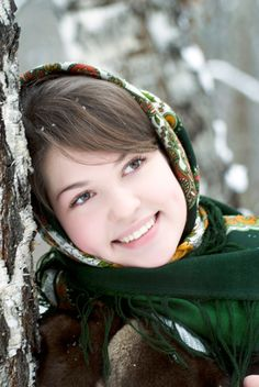 Русская девушка в платке зимой| Russian woman in a national scarf in winter  #russiangirl #russianwinter