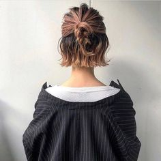 bob haircut for round face; short haircuts for women; for round faces 29 Summer Trendy Short Bob Haircuts Blunt Bob Haircuts, Short Curly Haircuts, Curly Hair Cuts, Curly Hair Styles, Haircut Short, Razor Cut Hair, Haircut Bob, Girl Haircuts, Bob Haircut For Round Face