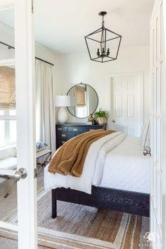 Guest Bedroom Decor, Bedroom Inspo, Casual Bedroom, Bedroom Ideas, Bedroom Doors, Master Bedroom, Bedroom Small, Small Guest Bedrooms, Master Suite