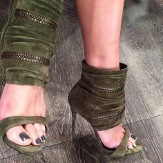 Lili Estefan's Feet << wikiFeet