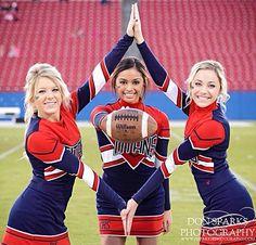25 New Ideas For Sport Photoshoot Ideas Team Pictures Cheerleading Poses, Cheer Poses, Cheerleading Pictures, Cheer Stunts, Softball Pics, Volleyball Pictures, Football Cheerleading, Cheer Megaphone, Cheerleading Cheers