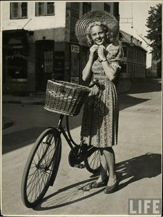1940s Summer Fashion (via LIFE) pic.twitter.com/iwZQgAfH3f