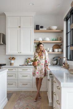 The kitchen that is top-notch white kitchen , modern kitchen , kitchen design ideas! Modern Farmhouse Kitchens, Farmhouse Kitchen Decor, Home Decor Kitchen, Interior Design Kitchen, Home Kitchens, Kitchen Ideas, Family Kitchen, Kitchen Designs, Ikea Kitchens