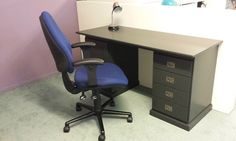 Boone office flat office buro zwart wit bed en bureau in een