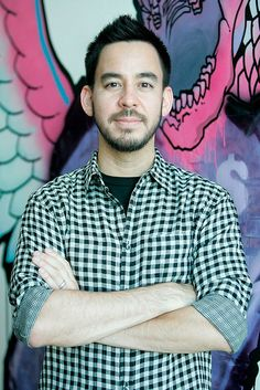 Mike Shinoda of Linkin Park presents his art at the Glorious Excess Dies VIP Reception at the Japanese American National Museum on August 2009 in Los Angeles, California. Mike Shinoda, Chester Bennington, Linkin Park Chester, Japanese American, Celebs, Celebrities, Record Producer, Man Crush, Rock Music