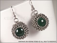 Gea - unique chainmaille earrings. #jewelry #ksenyajewelry #earrings #chainmaille #wirejewelry #green