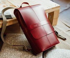 Turn your commute into something stylish with the Piccadilly Leather Day Pack by Brooks. Designed with the highest quality materials, the silhouette of Leather Laptop Case, Leather Briefcase, Leather Wallet, Leather Bags Handmade, Leather Craft, Leather Purses, Leather Handbags, Leather Totes, Leather Workshop