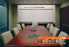 Nuovo alle Nove - Yes I AM per Fox Fox Tv, Conference Room, Table, Furniture, Home Decor, Decoration Home, Room Decor, Meeting Rooms, Home Furniture