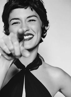 Classic G Audrey Tautou. Love her hair and makeup! Short Cropped Hair, Short Curly Hair, Short Hair Cuts, Curly Hair Styles, Short Bangs, Audrey Tautou, Pixie Crop, Short Pixie, Crop Haircut