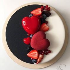black & white cake with heart cake and berries❤❤❤ by Its so glamour! Pretty Cakes, Beautiful Cakes, Amazing Cakes, Food Cakes, Cupcake Cakes, Cupcakes, Cake Recipes, Dessert Recipes, Heart Cakes