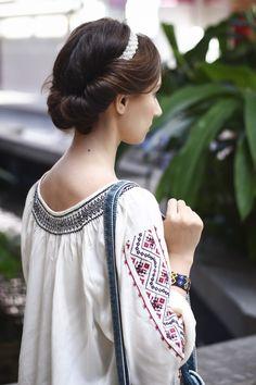 Simona Moon - Romanian Blouse Costumes Around The World, Graduation Hairstyles, Costume Patterns, Gold Work, Peasant Blouse, Ethnic Fashion, Bellisima, Wordpress, My Style