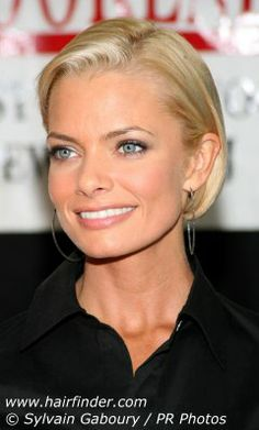 Jaime Pressly is keeping her hair cut into the blunt bob and look how thick her hair looks! Remember, bobs are excellent for thin hair; the cut will also feel thicker as well, when you run your hands through it. There are other ways to wear your hair besides along the face. Here Jamie is wearing her bangs off of her face and over to the side exposing her forehead. The sides are smoothly tucked back and around her ears.