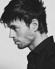 Profile. Enrique Iglesias.