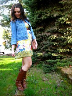 jean jacket, books, dress = super chic! http://findanswerhere.com/womensfashion