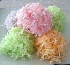 Thai Dessert : Ma-praao Kaew (Crispy Coconut Candies- มะพร้าวแก้ว)