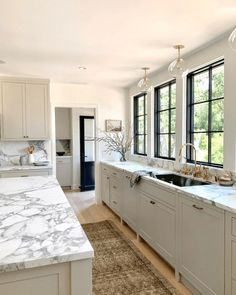 The kitchen that is top-notch white kitchen , modern kitchen , kitchen design ideas! Home Decor Kitchen, Kitchen Interior, New Kitchen, Home Kitchens, Kitchen Dining, Kitchen Ideas, 10x10 Kitchen, Kitchen Cabinets, Smart Kitchen