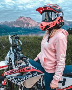 motorcycles girl ~ Scooters / motorcycles for women Dirt Bike Party, Dirt Bike Girl, Womens Dirt Bike Gear, Motorcross Bike, Motorcycle Dirt Bike, Motorbike Girl, Ktm Dirt Bikes, Dirt Biking, Motocross Couple