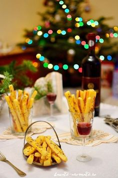 Sărăţele rapide cu telemea şi smântână Party Finger Foods, Finger Food Appetizers, Appetizer Recipes, Cooking Recipes, Healthy Recipes, Food Platters, Tapas, Food To Make, Alcoholic Drinks