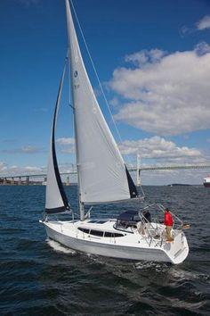 Hunter e33: Best Compact Cruiser
