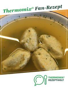 Griessklösschen-Suppe von Ein Thermomix ® Rezept aus der Kategorie… Semolina dumpling soup from A Thermomix ® recipe from the Soups category www.de, the Thermomix® Community. Dumplings For Soup, Dumpling Recipe, Sauces, Pickles, Cucumber, Catering, Food And Drink, Vegan, Vegetables