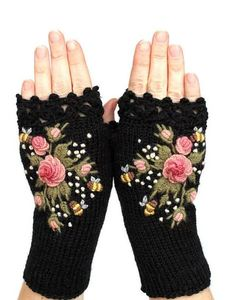 Home Accents - Knitted Fingerless Gloves Black Roses Rose Pastel Pink Home Accents - My gloves from etsy nbGlovesAndMittens - Black Gloves With Pink Roses And Bees, . Fingerless Gloves Knitted, Crochet Gloves, Hand Knitting, Knitting Patterns, Crochet Patterns, Purple Accessories, Accessories Online, Grey Gloves, Yellow Gloves