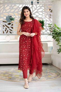 Party Wear Indian Dresses, Designer Party Wear Dresses, Indian Gowns Dresses, Kurti Designs Party Wear, Dress Indian Style, Indian Fashion Dresses, Indian Designer Outfits, Indian Outfits, Simple Kurti Designs