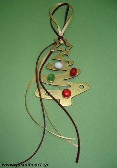 ΓΟΥΡΙ Christmas Tree - Χάντρες, Τιμή: 14 € Christmas Tree Decorations, Christmas Gifts, Xmas, Christmas Ornaments, Holiday Decor, Lucky Charm, Key Rings, Jewerly, Charmed