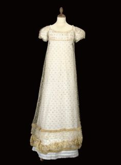 A RARE IVORY TULLE STRAW-EMBROIDERED GOWN, CIRCA 1820