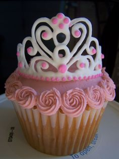 Princess Cupcakes, i think i could make those toppers!!