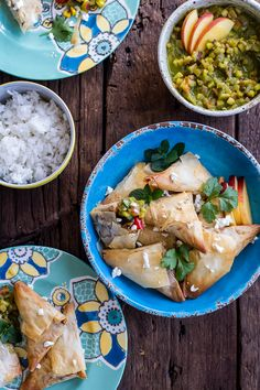 Garden Veggie and Goat Cheese Samosas with Sweet Peach and Basil Chutney. Easy to make, better than any restaurant and healthy too! Samosas, Superfoods, Vegetarian Recipes, Healthy Recipes, Curry Recipes, Eat Healthy, Healthy Living, Half Baked Harvest, Sweet Peach