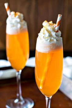 Orange Creamsicle Cocktail - The Best Dessert Inspired Cocktails to Sweeten Your Party Menu Drinks Alcohol Recipes, Cocktail Recipes, Drink Recipes, Snack Recipes, Summer Drinks, Fun Drinks, Mixed Drinks, Orange Alcoholic Drinks, Beach Drinks