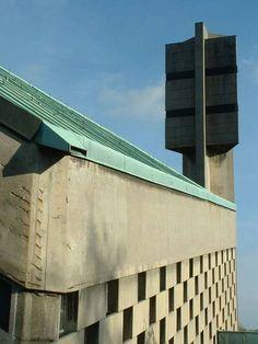 Church St Antonius (1965) in Saarbrücken, Germany. Architect unknown. #socialist #brutalism #architecture