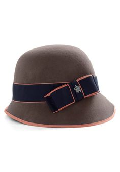 Lovely Cloche. Ladies, let's bring back hats.