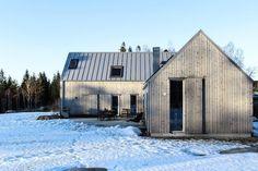 my scandinavian home: A Modern House on Sweden's West Coast Scandinavian Architecture, Scandinavian Home, Home Building Design, House Design, Long House, Barn Renovation, Swedish House, Modern Farmhouse Exterior, Modern Barn
