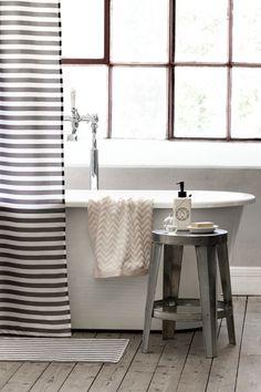 Gorgeous bathrooms with an industrial touch // Hermosos baños con un toque industrial // Casa Haus
