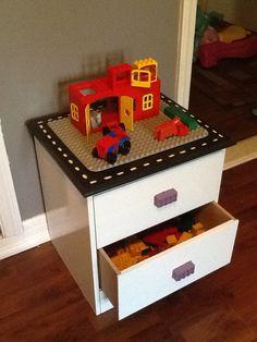 DIY lego or duplo table with drawers Lego Duplo Table, Lego Tray, Petite Table Ikea, Legos, Lego Room Decor, Lego Storage, Hidden Storage, Playroom Organization, Toy Rooms