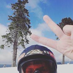 Back home for Easter and just in time to snowboard  #nofilter #sunshine #mountain #nature #snow #view #adventure #harz #germany #igersgermany #niedersachsen #braunlage #wurmberg #urlaubimharz #obenaufdemwurmberg #nationalparkharz #reisezieldeutschland #harzmountains #snowboarding #deutschlandistschön