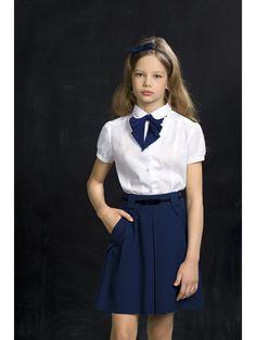 Блузка со съемным декоративным галстуко в форме хвостика ласточки: универсально и  и для торжеств, и для повседневной носки. Декор позволяет комбинировать блузку с сарафанами и жилетами.